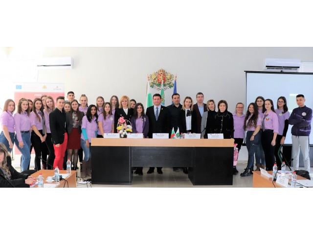 """Обединени в различията си чрез Доброволчеството!  """"Млад Доброволец"""" - трансграничен проект за насърчаване на гражданския дух сред младежите от Румъния и България"""