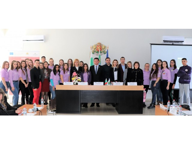 """Uniți în diversitate prin Voluntariat! """"Young Volunteer"""" - proiectul transfrontalier de promovare a spiritului civic  în rândul tinerilor din România și Bulgaria"""