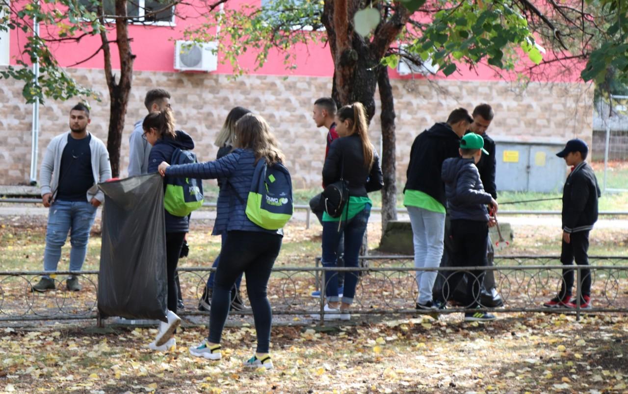 """Ziua Mondială a Educației, celebrată printr-o nouă campanie de voluntariat  """"Young Volunteer"""""""