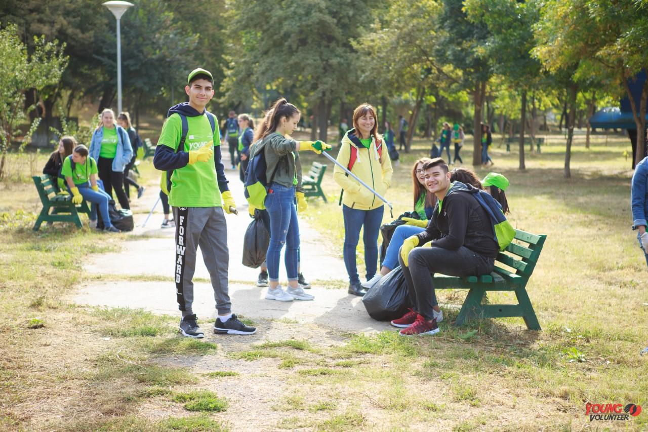 """Prima campanie de voluntariat,  prin """"Young Volunteer"""", la Călărași"""